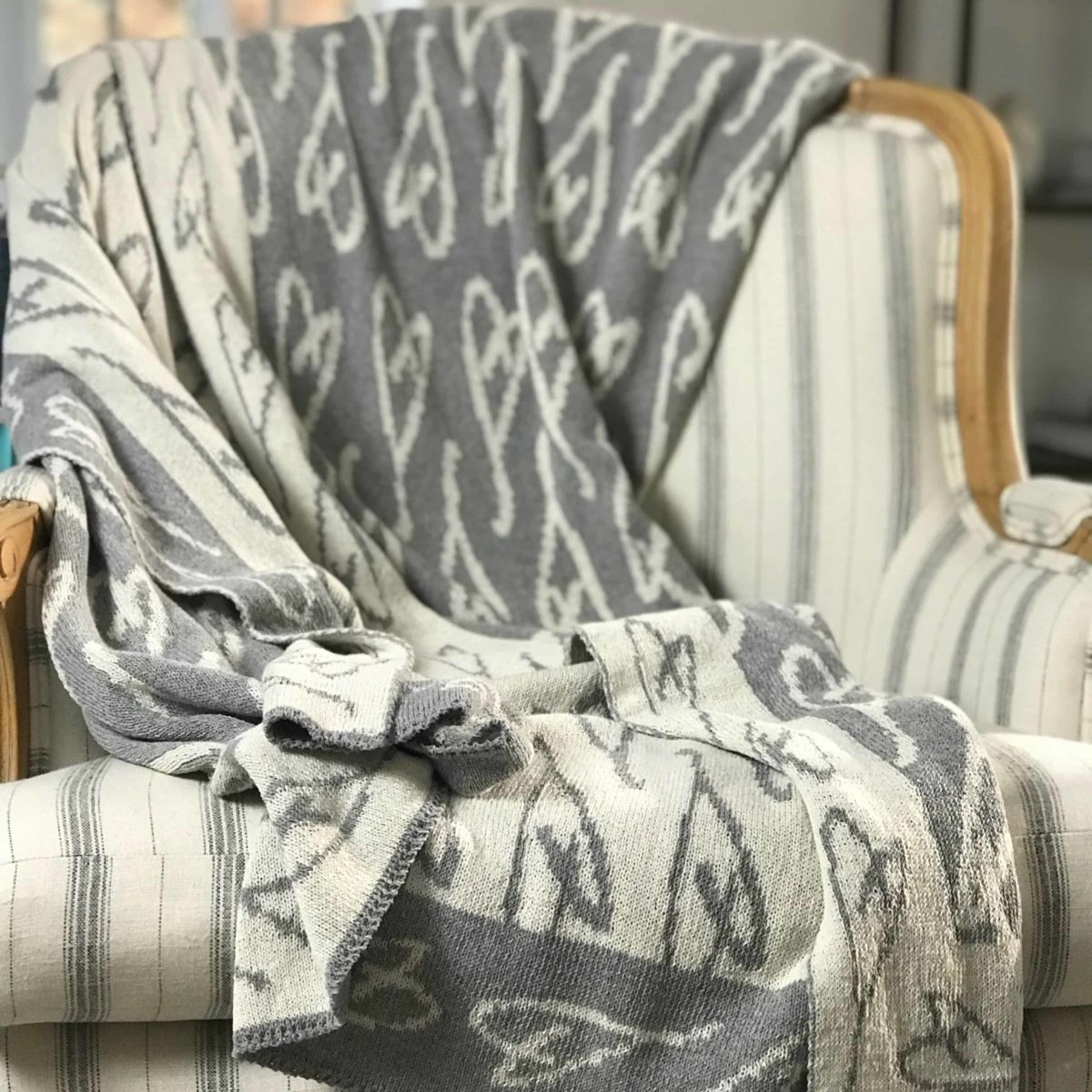 Eartha Kitt's hand-drawn heart throw in silver grey/milk